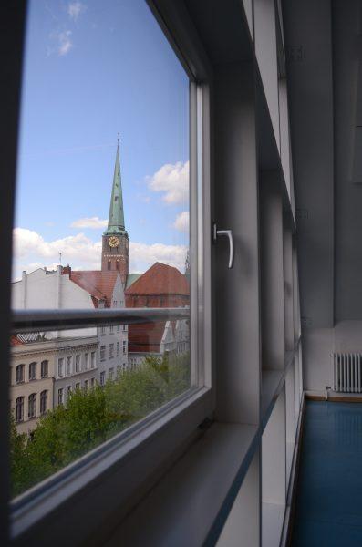 Biologieübungsraum mit Aussicht auf die Lübecker Altstadt