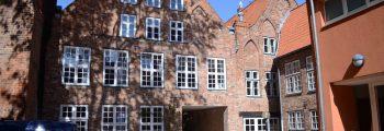 1980 wird das Katharineum um Gebäude in der Glockengießerstraße erweitert.