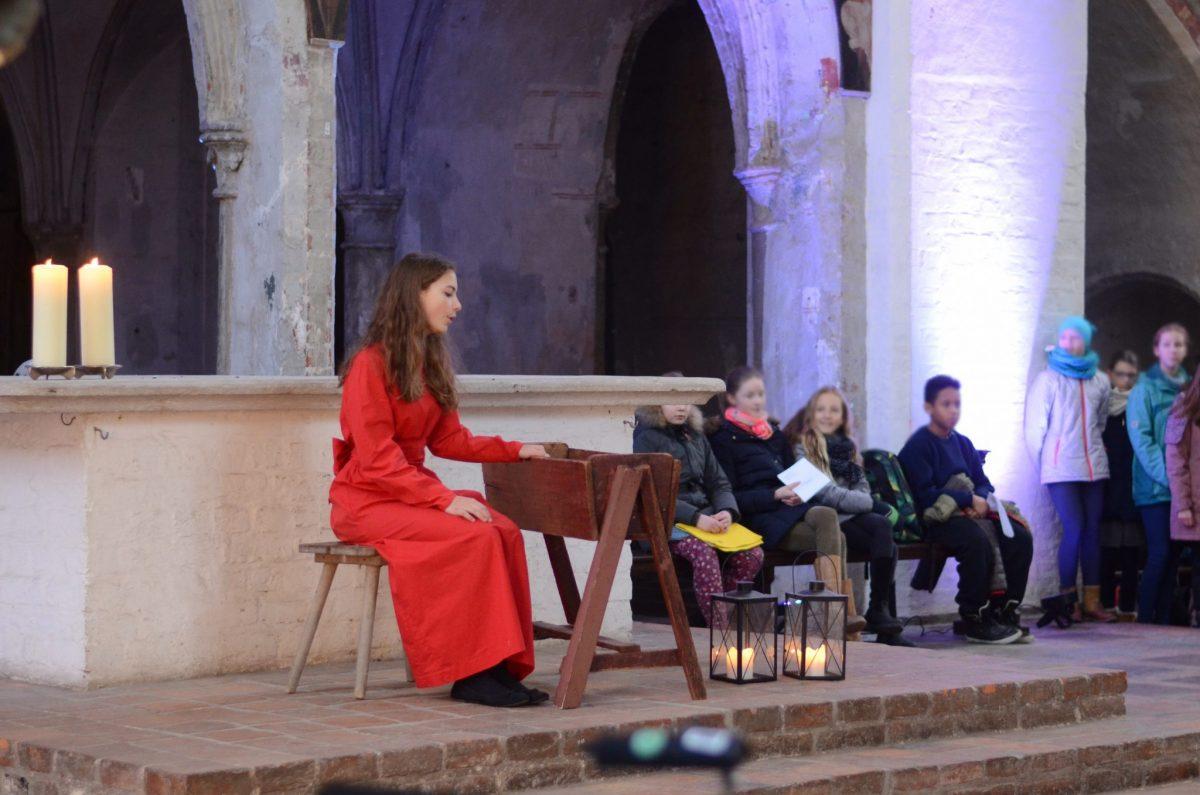 Emily Berndt singt 'O Jesulin zart'