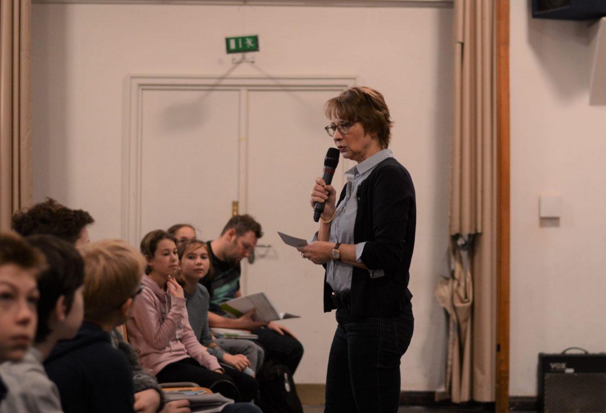 Frau Müschen moderiert