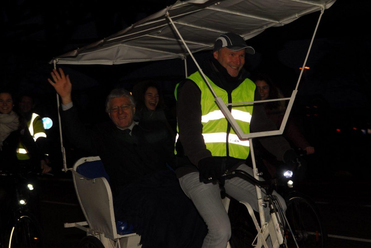 Rikscha-Fahrt im Dunkeln