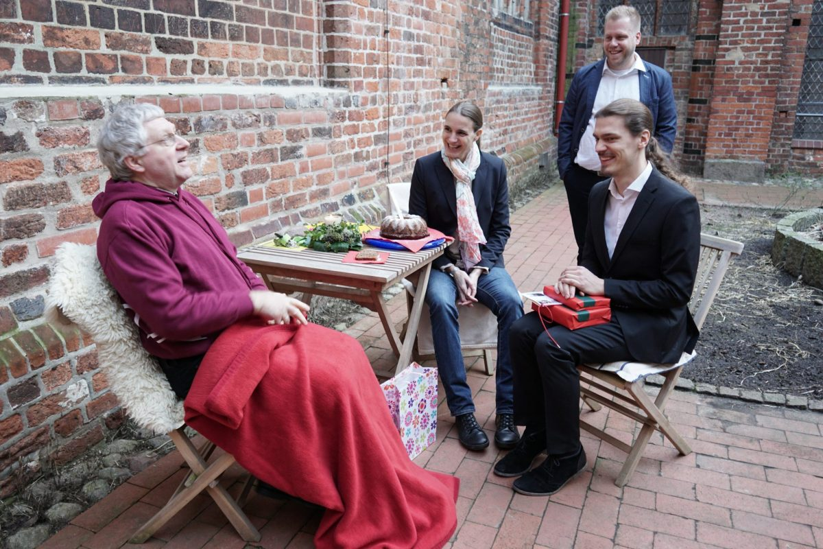 Gemütliche Teepause auf dem Klosterhof