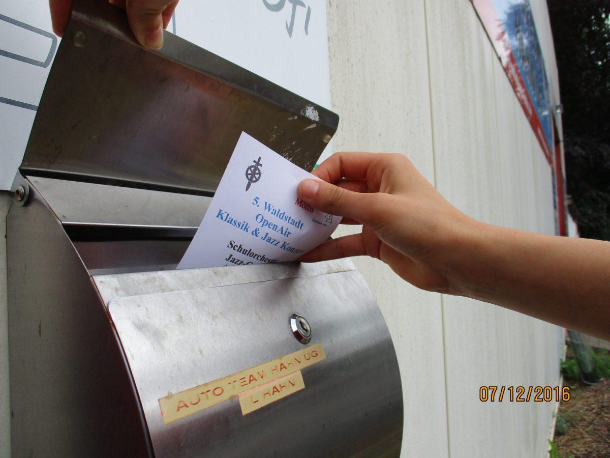 Werbung für das 5. Waldstadt Open Air in der Nachbarschaft