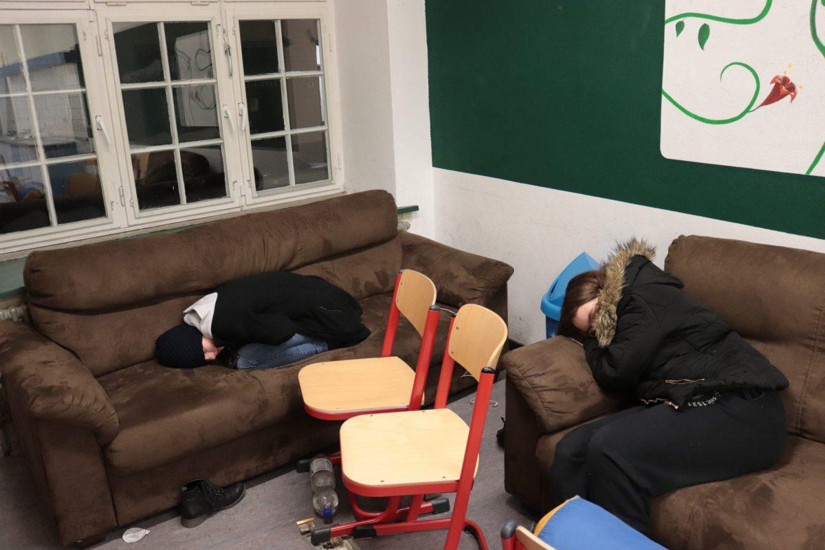 zwei Jungen schlafen im MuKo-Raum