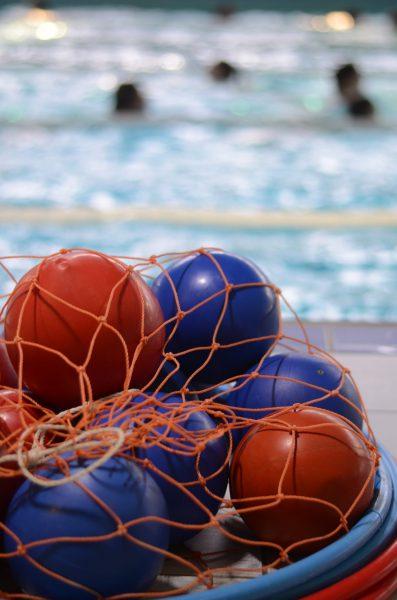 Der Ball darf nicht fehlen im Wasser