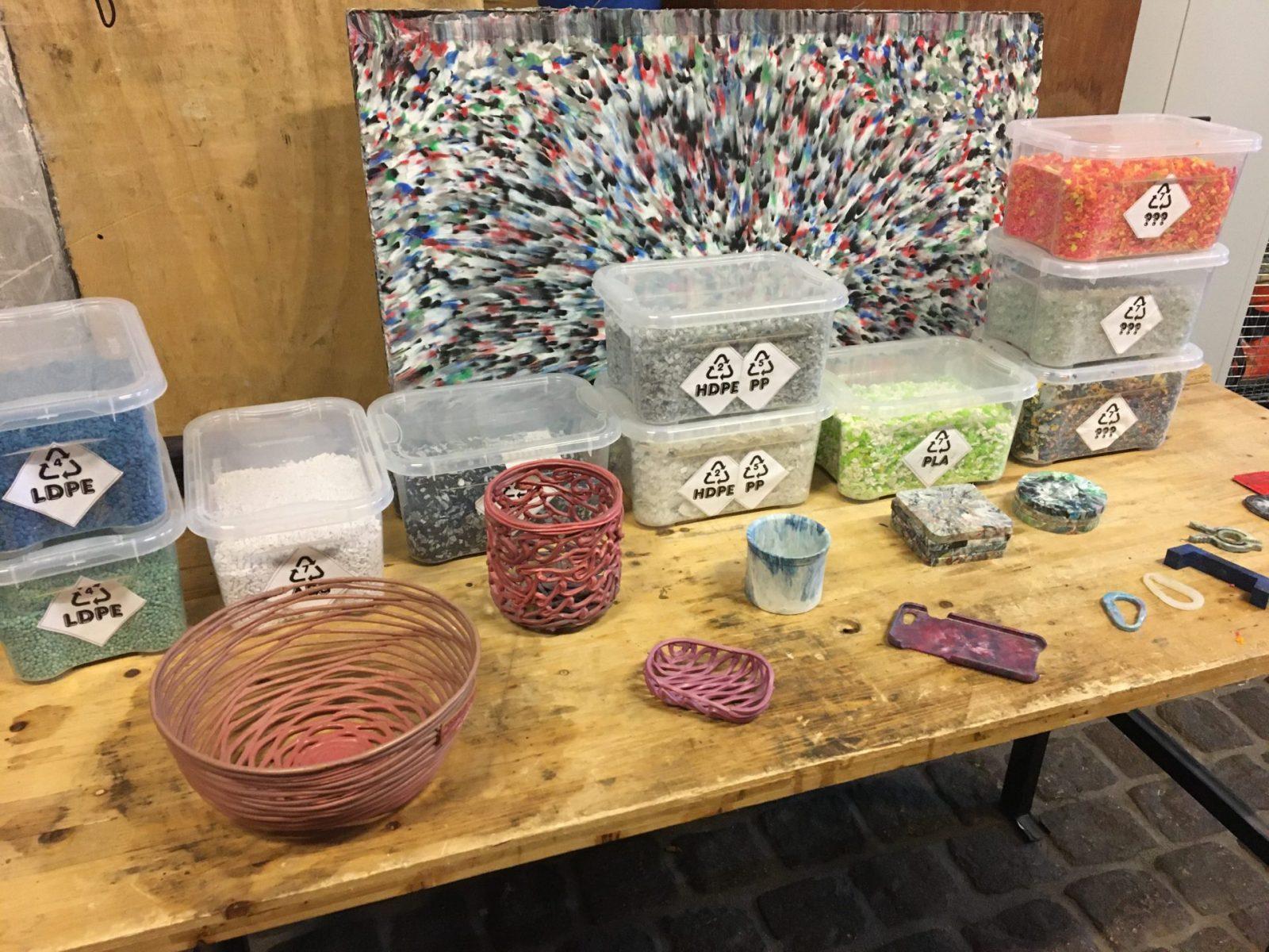 sortierte Plastik beim Precious Plastic-Workshop